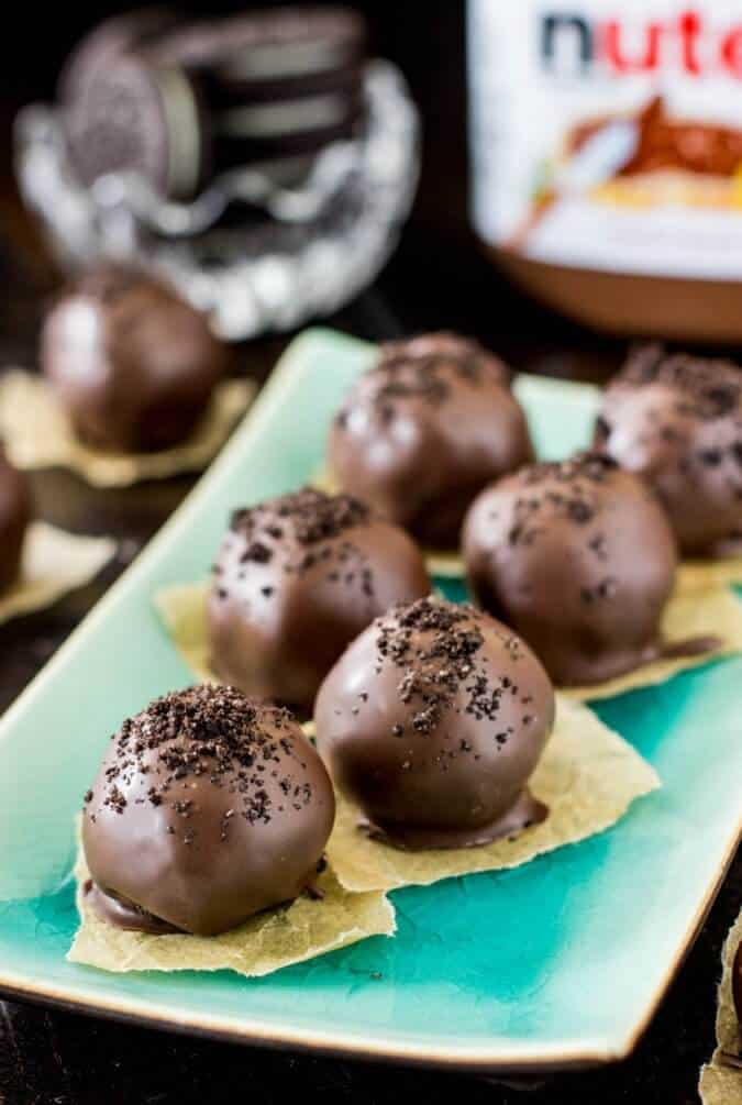 Nutella Truffles -- Only 4 ingredients, these are so good and so easy to make!