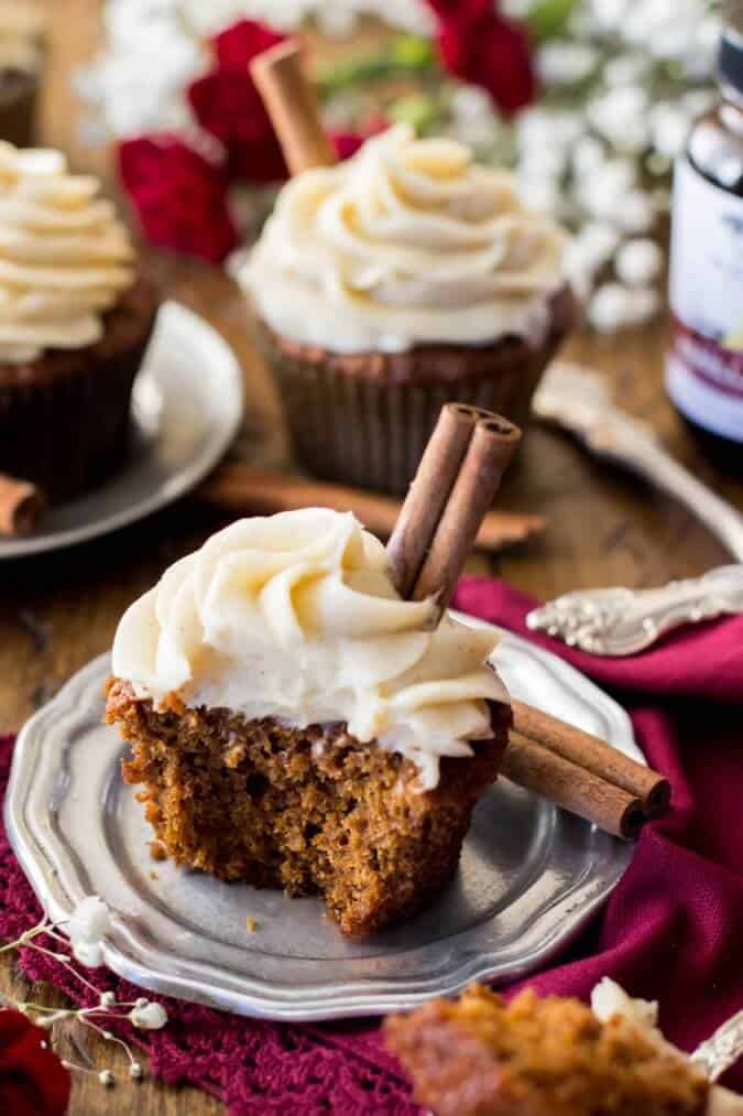 Gingerbread Cupcakes with a lightly cinnamon-spiced cream cheese frosting || Sugar Spun Run