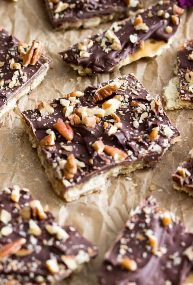 Saltine Cracker Candy / Saltine Toffee-- this is so easy but so delicious, it makes a great edible Christmas gift, too! || Sugar Spun Run